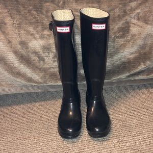 Great condition tall black glossy Hunter boots